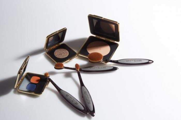 Comment utiliser le pinceau à maquillage Linear 1 d'Artis ?