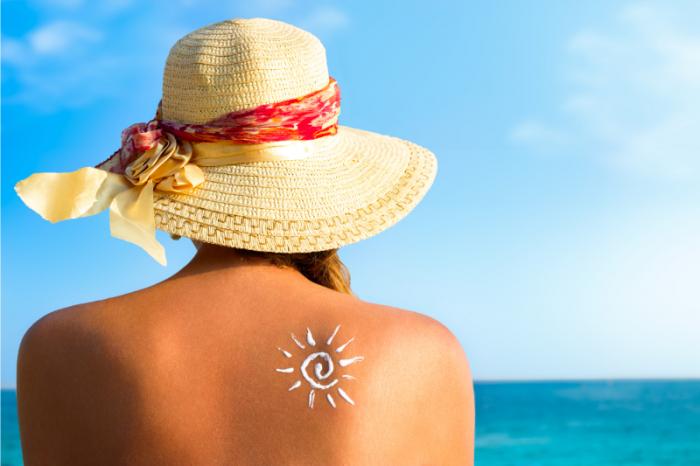 Quelles protections solaires choisir pour le visage et les cheveux ?